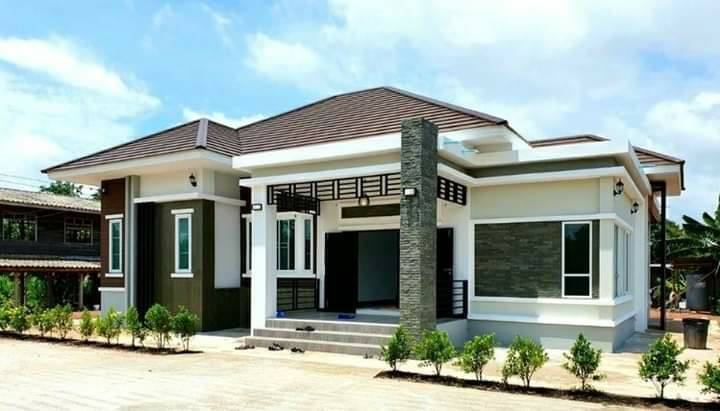 Modern Tropical Bungalow House with Interiors
